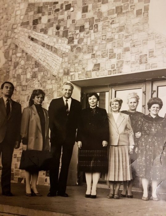 Посещение Дворца в 1986 году Б.Н. Ельциным. На фото слева направо: Ф.Ф. Светик, Л.П. Кезина, Б.Н. Ельцин, А.И. Ляшенко, заместители директора Дворца.