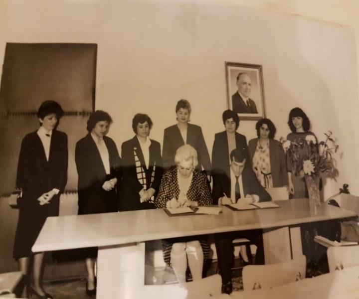 Подписание договора о сотрудничестве между МГДД(Ю)Т и национальным Дворцом творчества г. София.1989 г.