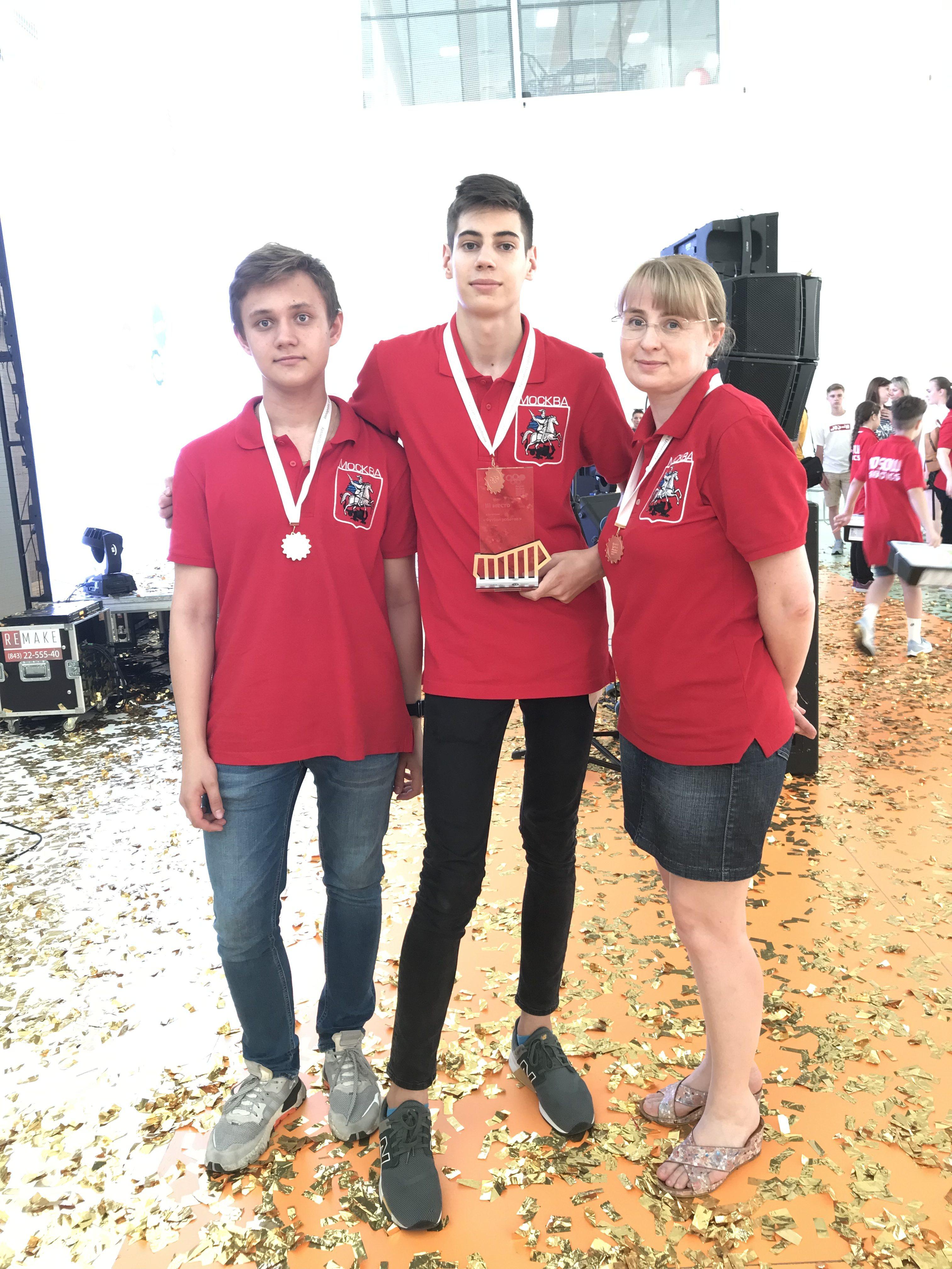 Москвичи завоевали 3 золотые награды на Всероссийской робототехнической олимпиаде